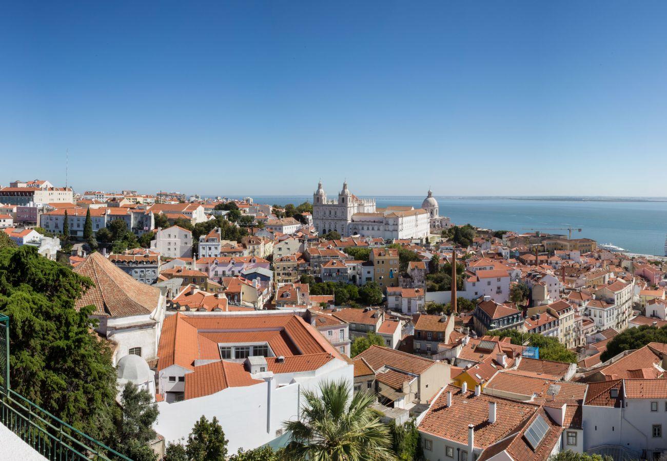 Vista da varanda de luxo em Lisboa e no Tejo