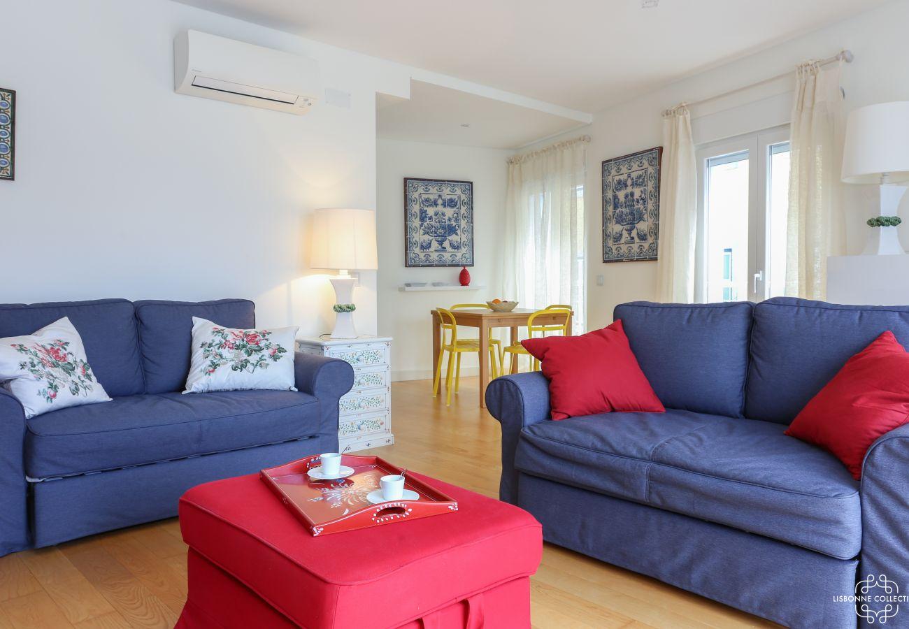 Brilhante sala de estar com ar condicionado e acesso directo ao terraço