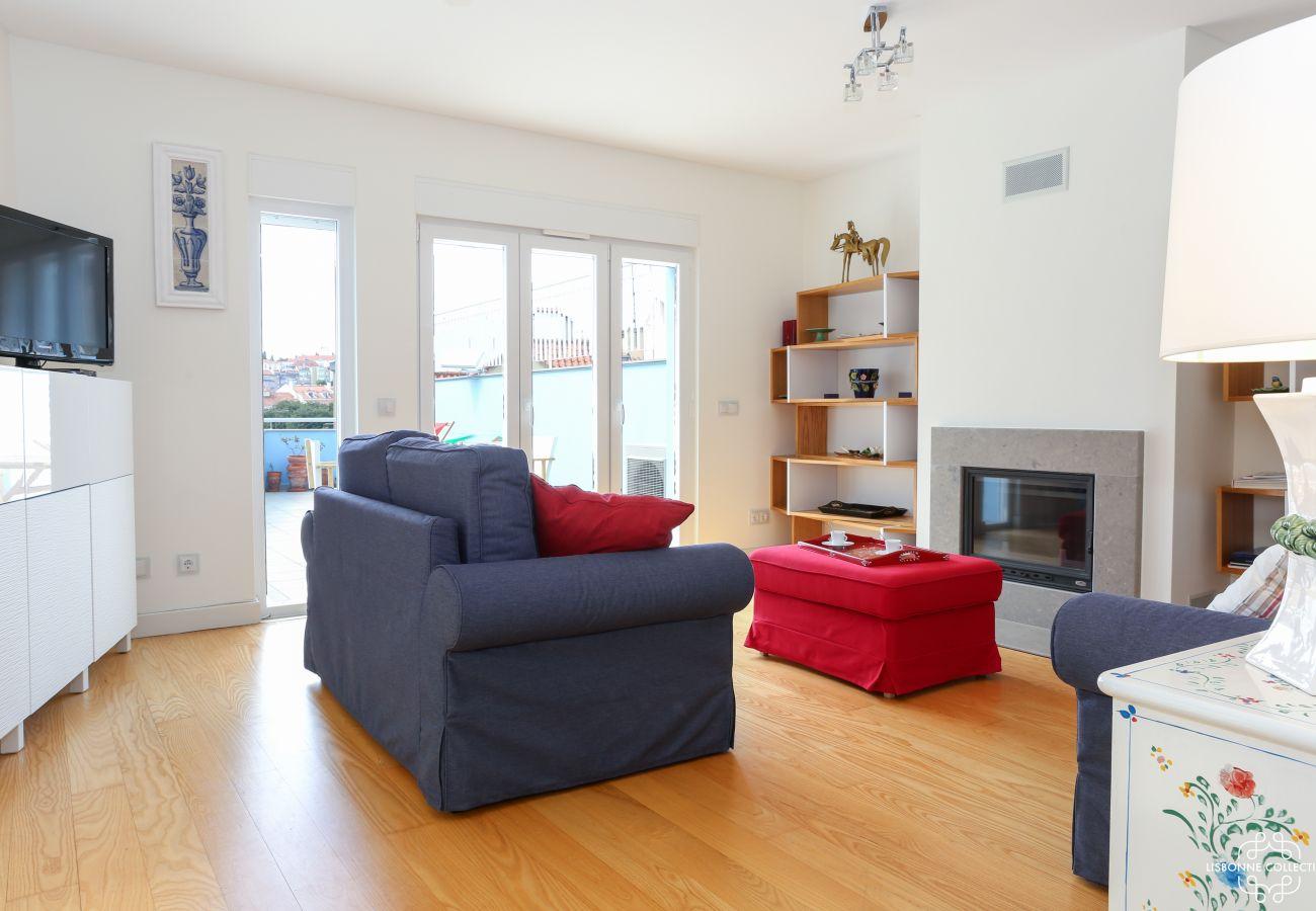 Enorme sala de estar com ar condicionado para um momento relaxante