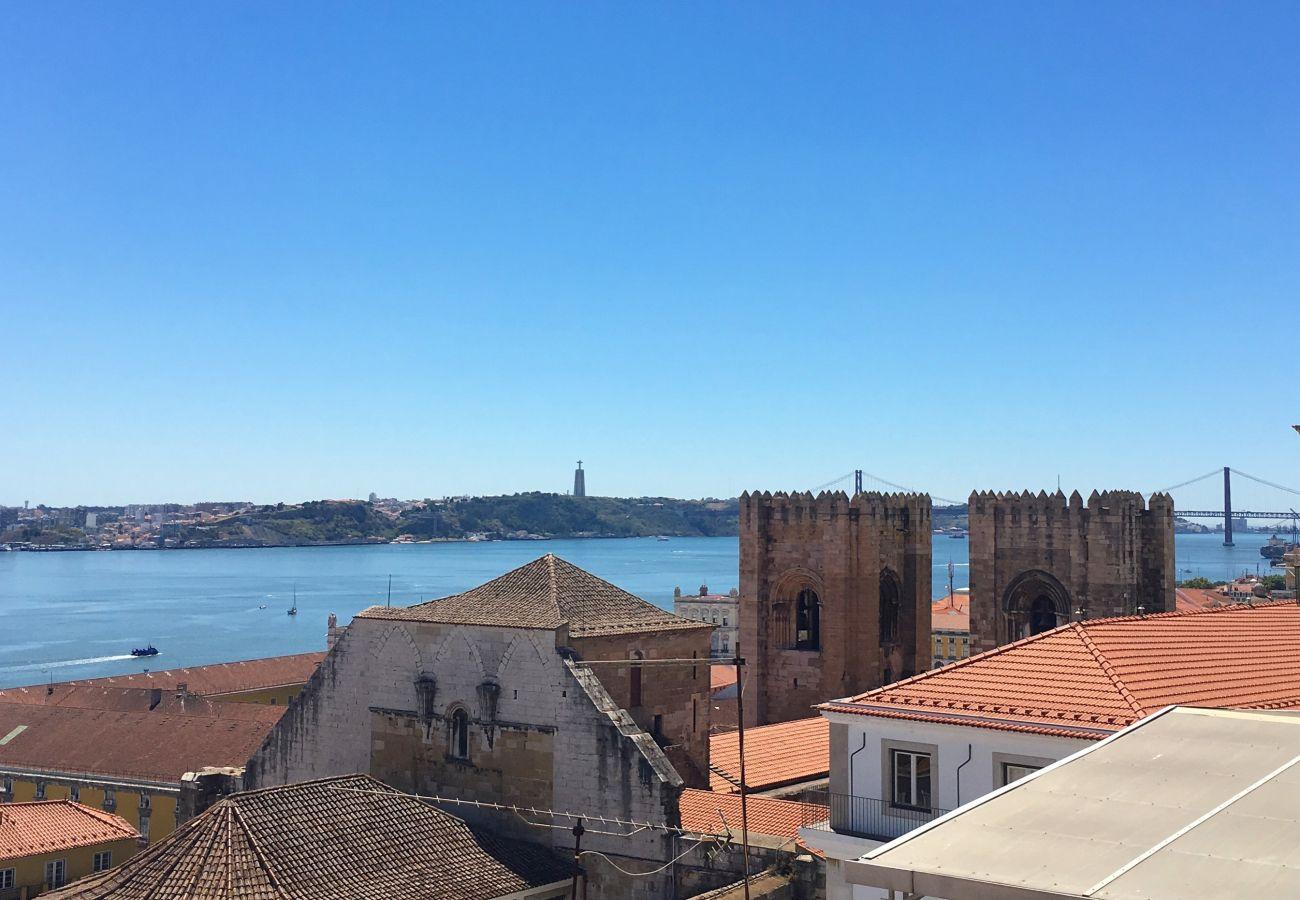 vista da catedral a partir da varanda vista do Tejo do Cais do Sodré telhado de Lisboa