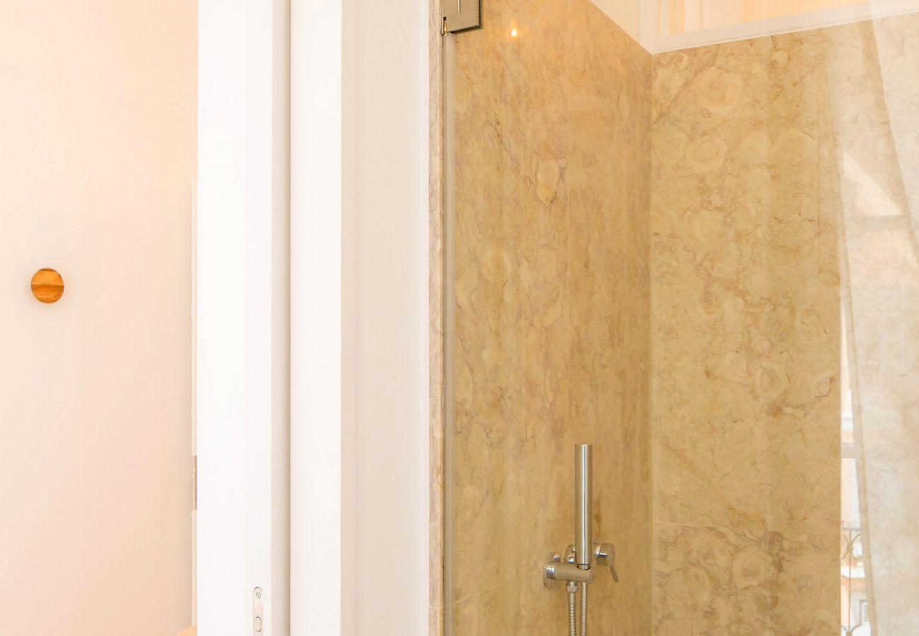 luxuosa casa de banho em pedra rústica com decoração portuguesa