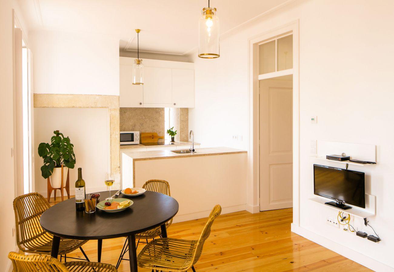 cozinha e sala de jantar com acesso ao corredor e quartos
