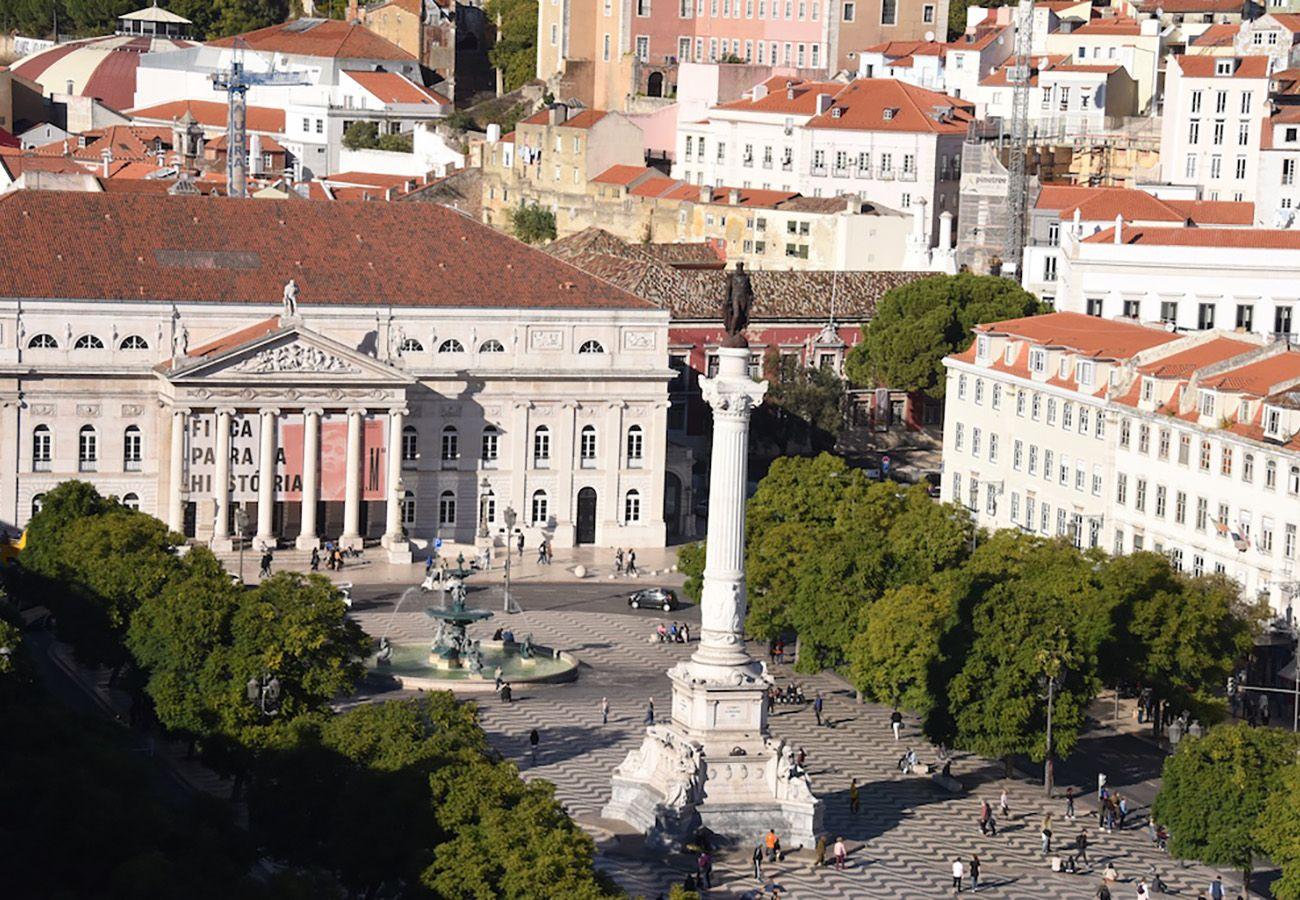 Grande praça ideal de Lisboa para férias com amigos ou família