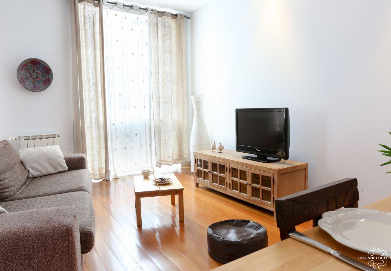 Sala de estar sala de jantar dois quartos mobilados aluguer