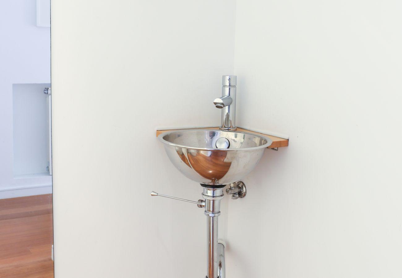 Pia funcional grande para lavar as mãos