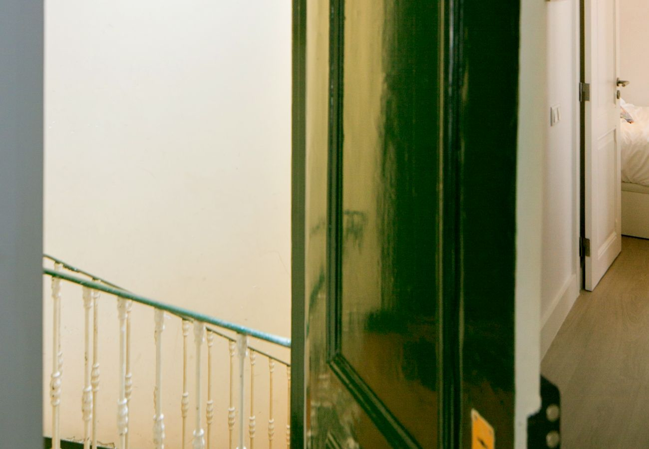Apartamento no centro da cidade de Lisboa com grande escadaria
