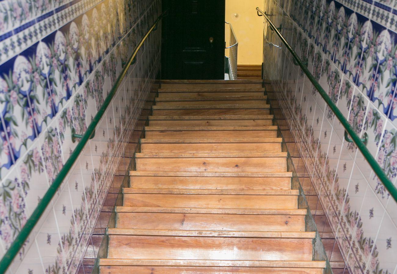 Azulejos da entrada do prédio alugado