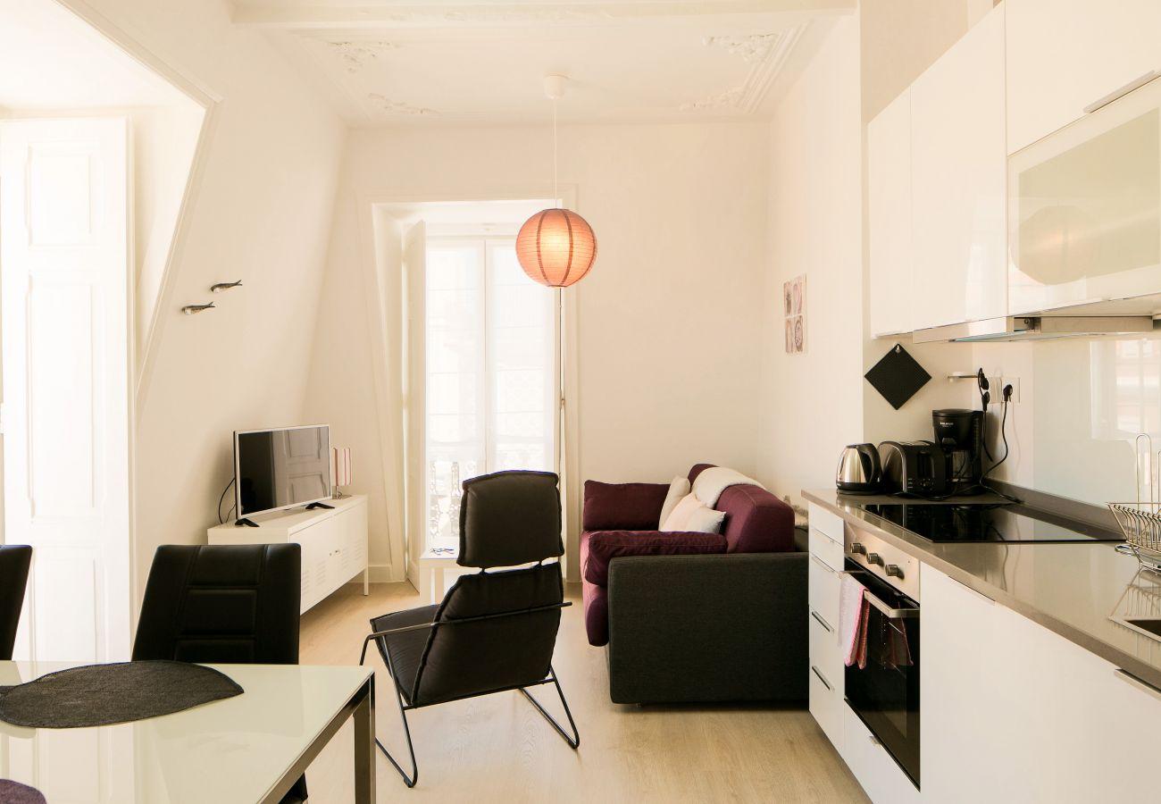 Ótima estadia para alugar preto e roxo ideal para férias