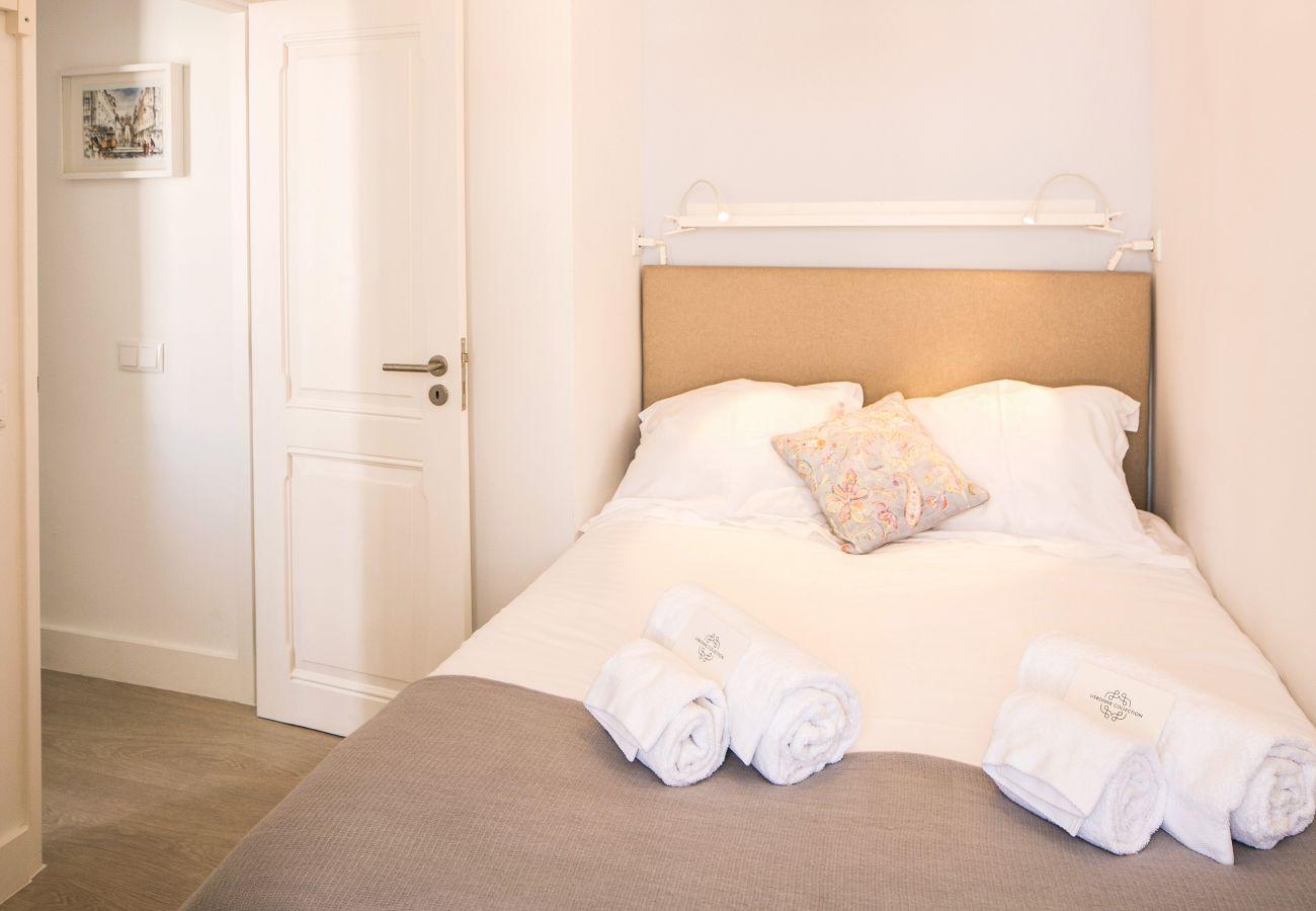 Quarto duplo com cama de casal