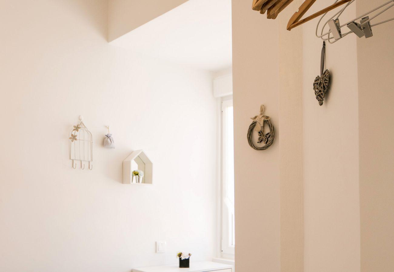 Decoração contemporânea Banheiro brilhante com chuveiro