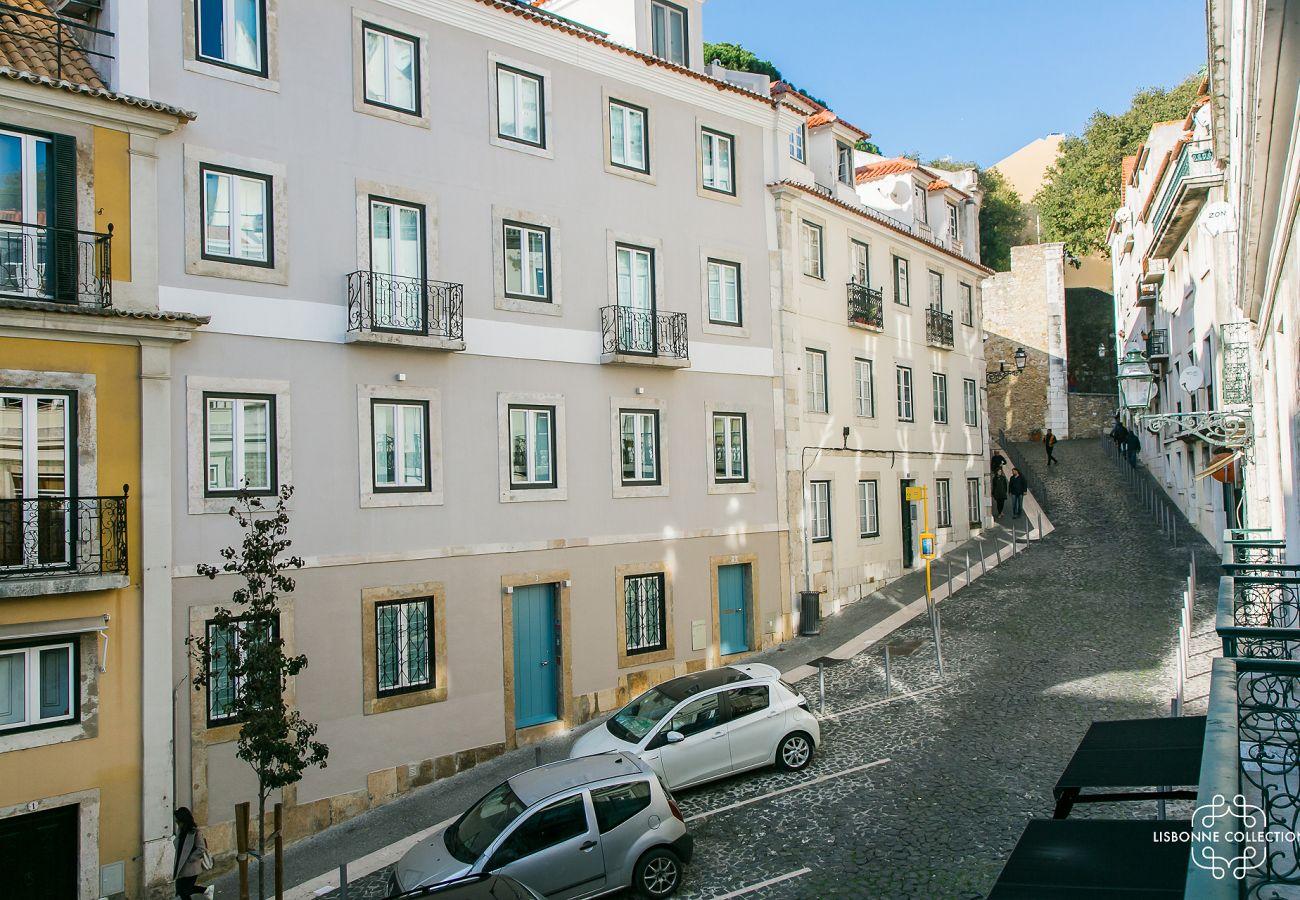 Panorâmica e esplêndida vista da varanda do apartamento