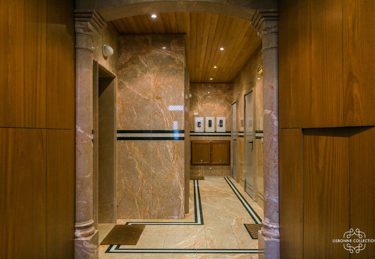 Luxuoso e prestigioso lobby de mármore do apartamento alugado