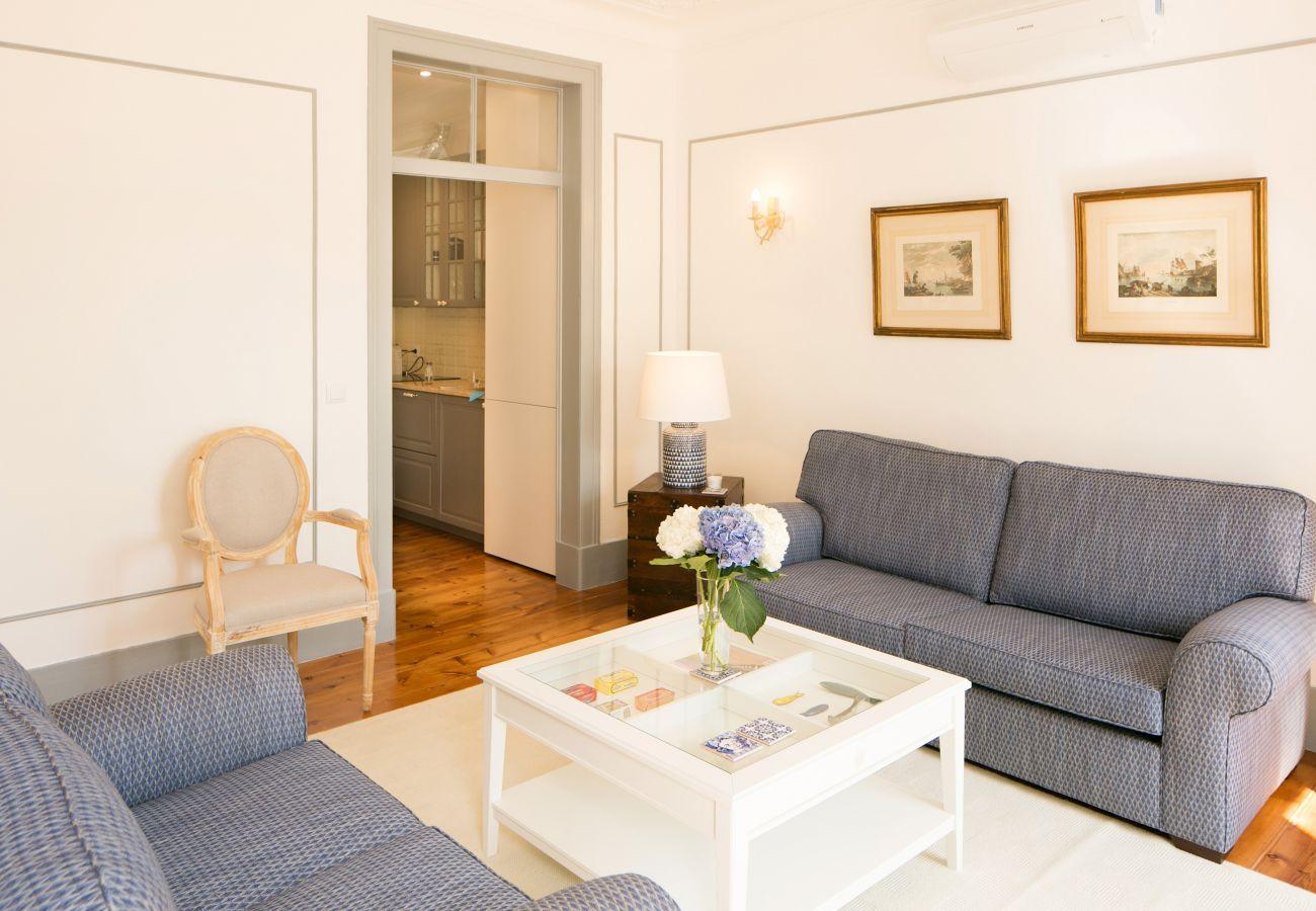 Espaçosa sala de estar com acesso ao exterior ideal para férias em família