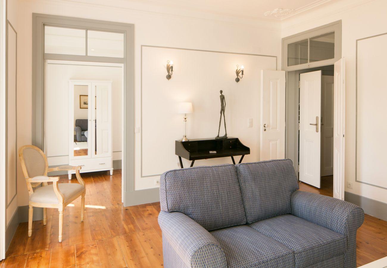 Sala de estar para alugar com comunicação na cozinha e salão principal