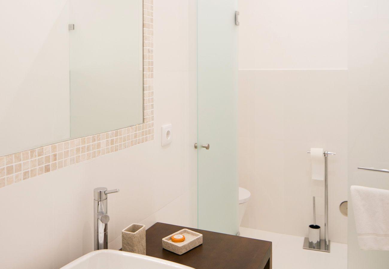 Casa de banho com decoração contemporânea de luxo