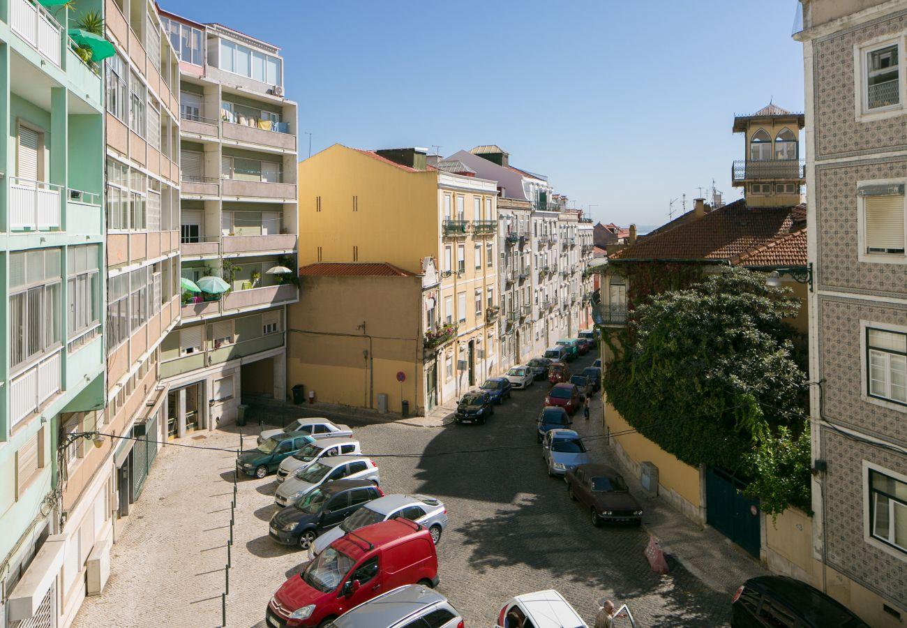 Vista do bairro histórico da Graça em Lisboa