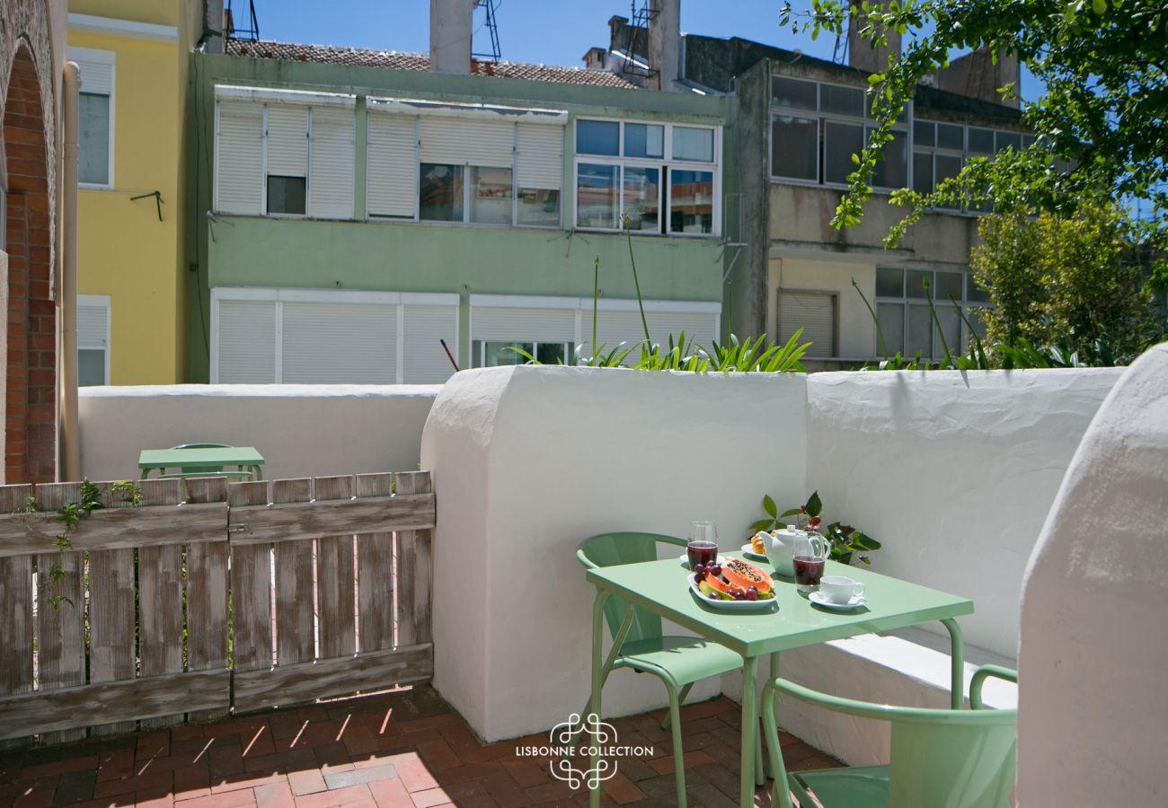 Acesso ao exterior com terraço e jardim para alugar em Lisboa