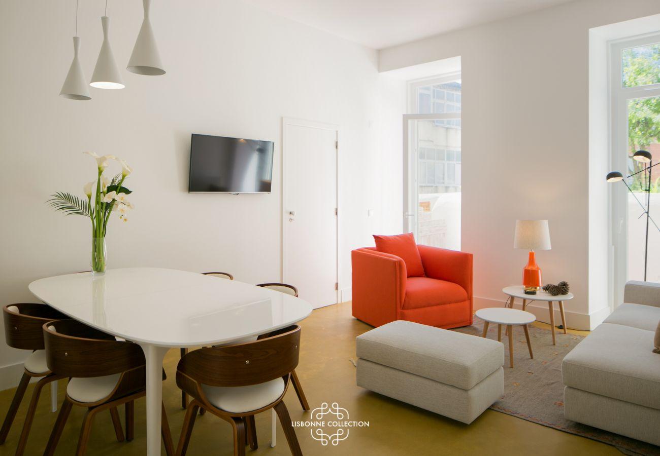 Grande sala colorida e prestigiada, perfeitamente mobilada no bairro da Graça