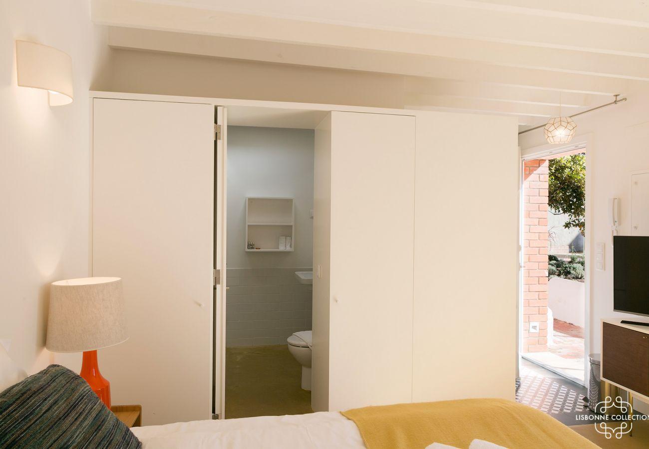 Estúdio com espaço para 2 turistas. Acesso banheiro e cozinha