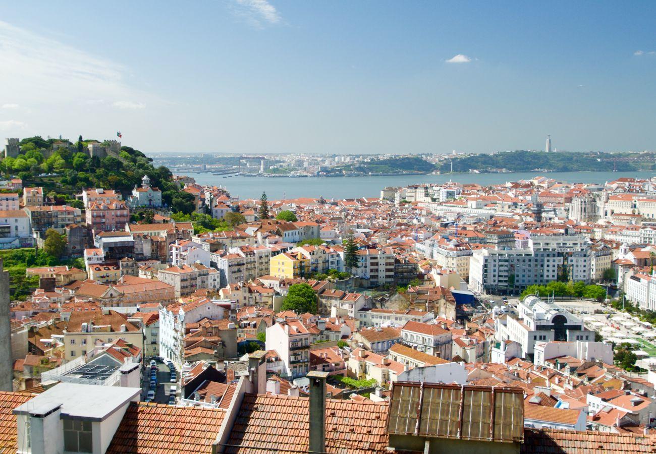 Vista do Mirador de Graça em toda Lisboa e no Tejo
