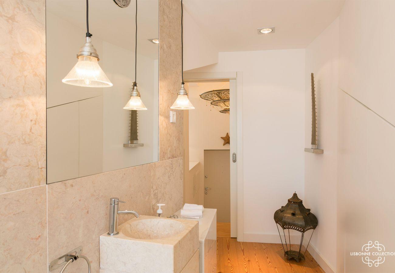 Moderna casa de banho em uma casa de aluguel