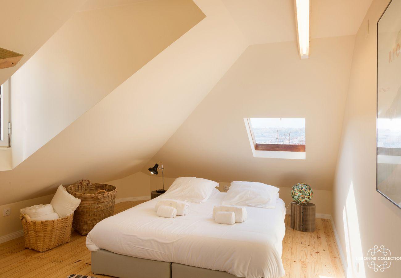 Grande sala de um duplex para alugar em Lisboa