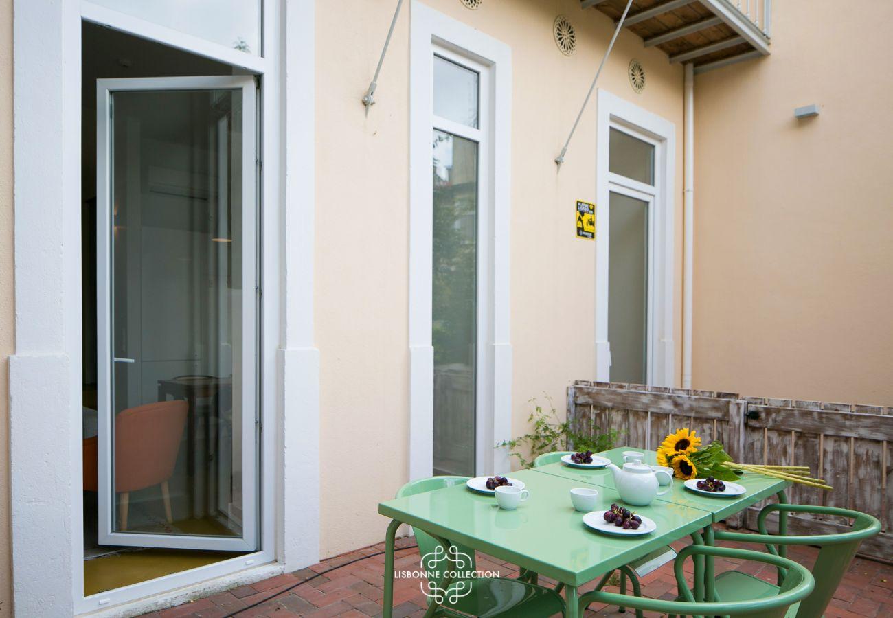 Terraço mobilado com jardim high-end para alugar