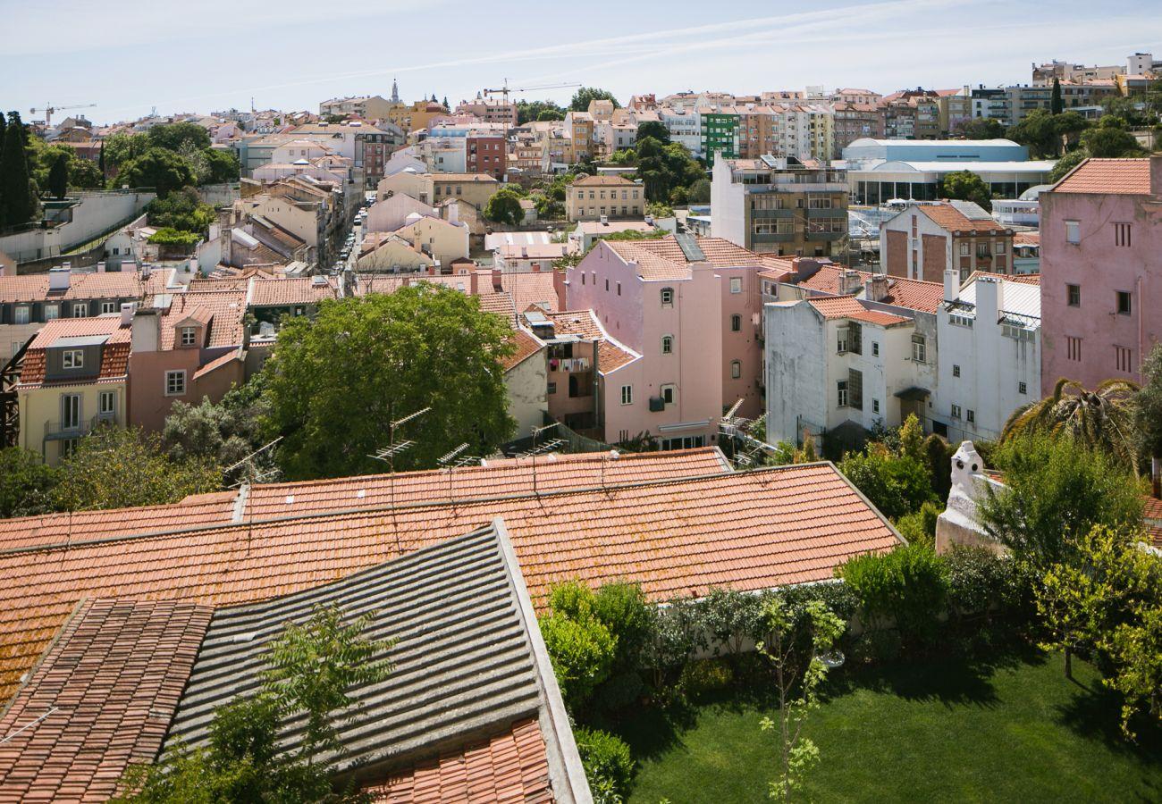 Vista de telhados na cidade branca