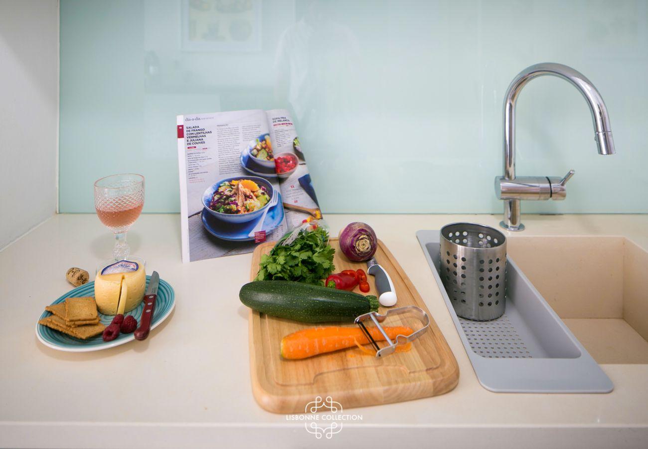 Pronto para usar cozinha com pia, geladeira e forno