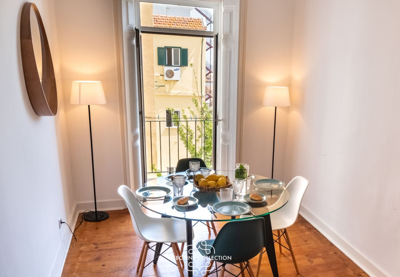 Apartamento em Lisboa - River View with Balcony Apartment 47 by Lisbonne Collection