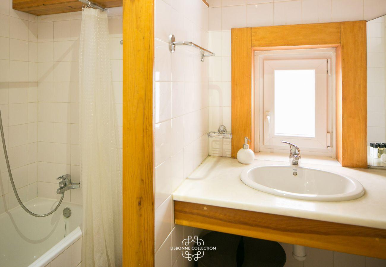 Banheiro de época rústica no distrito histórico
