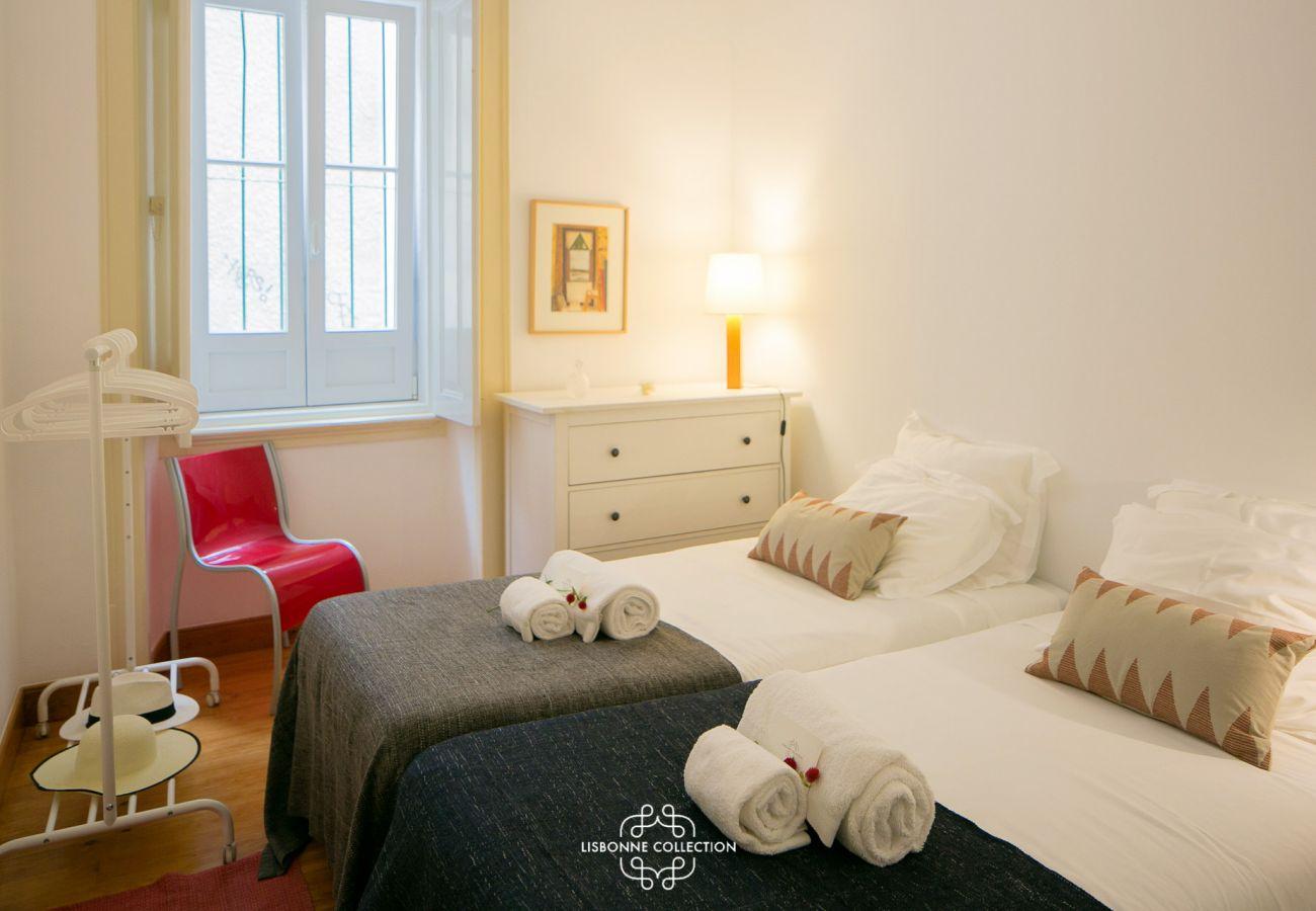 Quarto com duas camas de solteiro para alugar por feriados