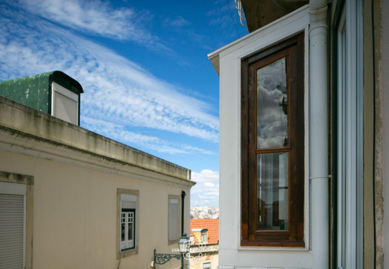 Vista da janela da sala de estar na rua onde o alojamento alugado é