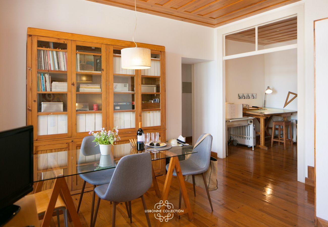 Grande, autêntica e rústica sala de jantar para alugar no centro