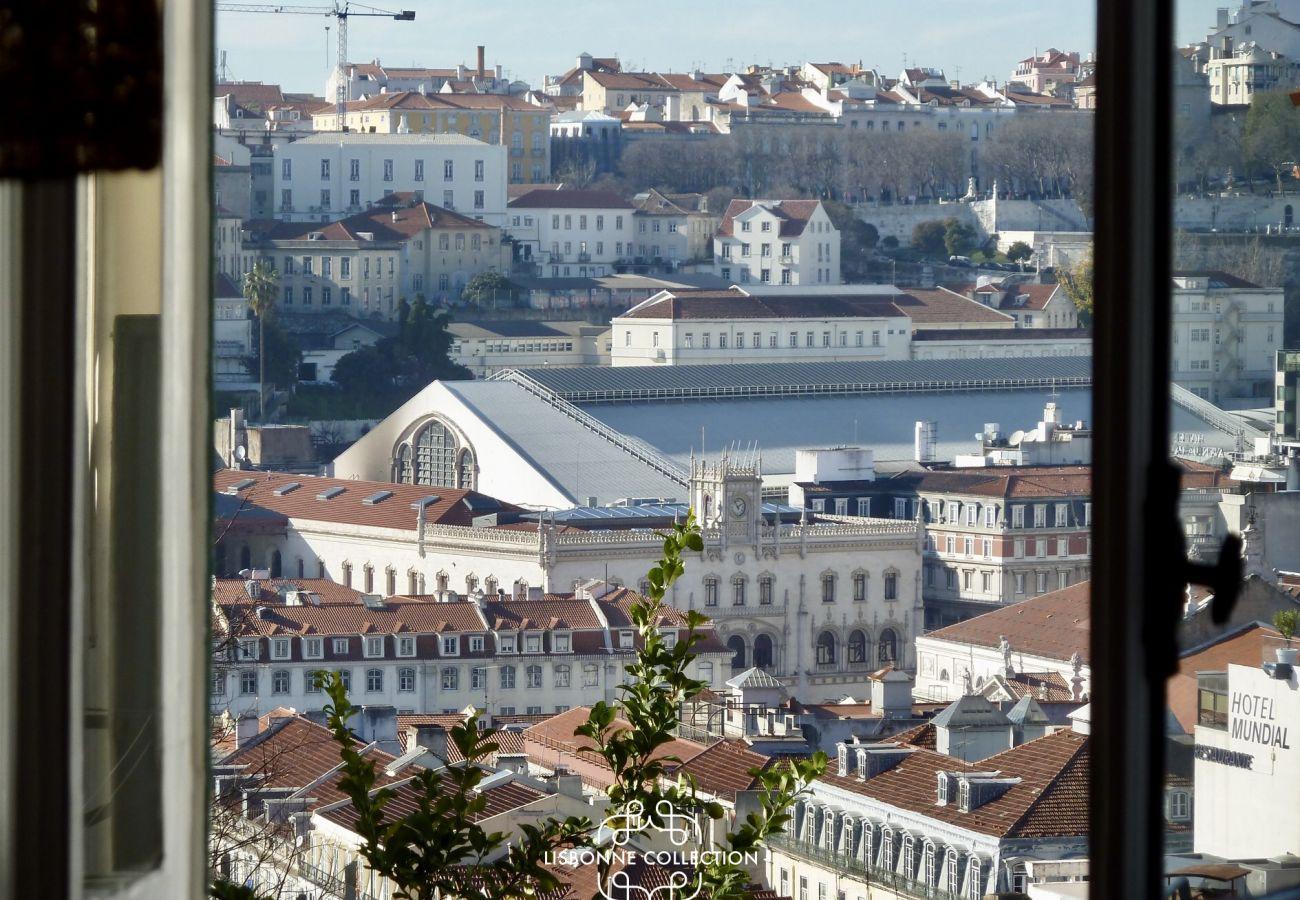 Panorama da cidade de Lisboa a partir da janela do apartamento