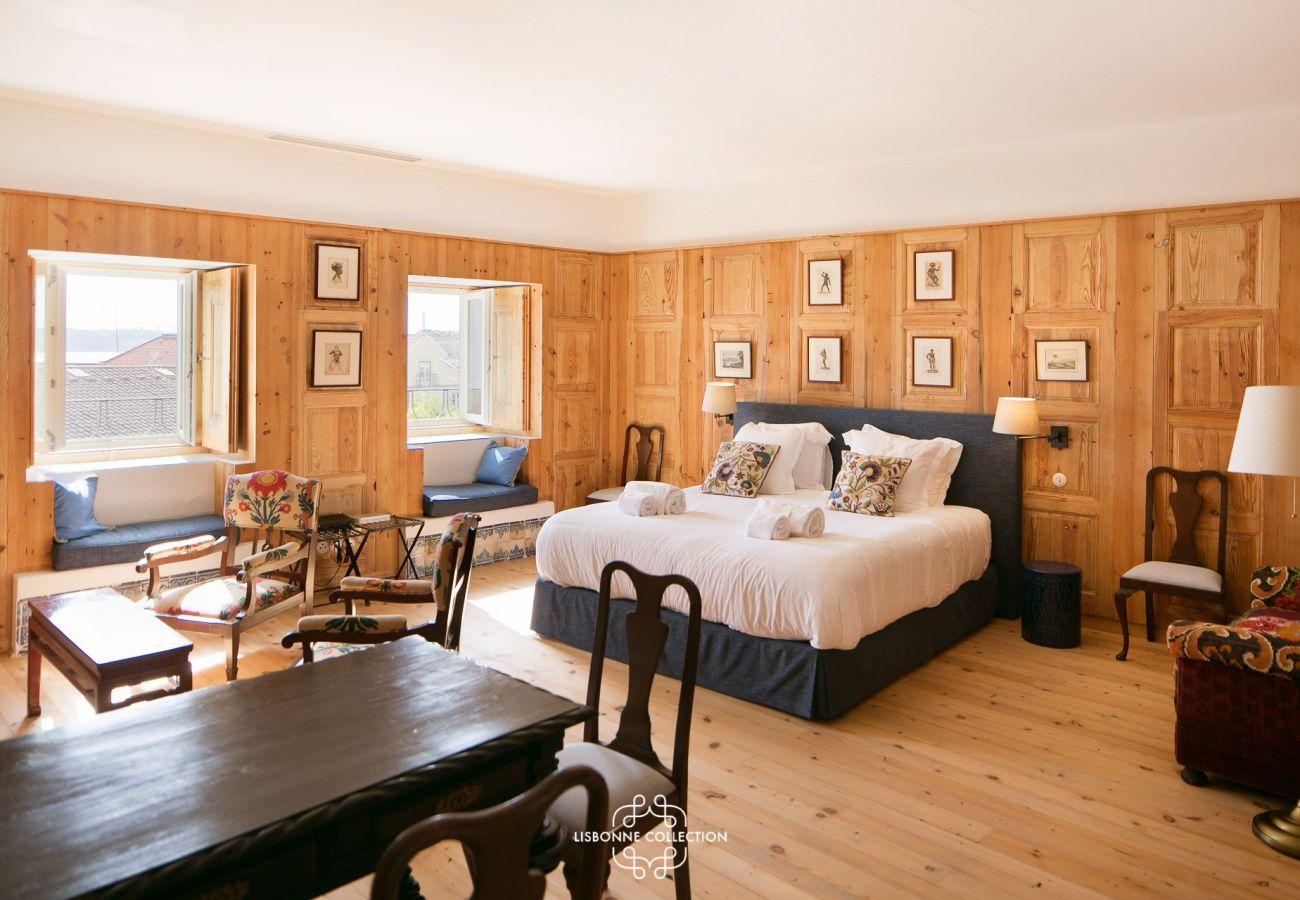 Quarto de luxo autêntico com decoração rústica de madeira