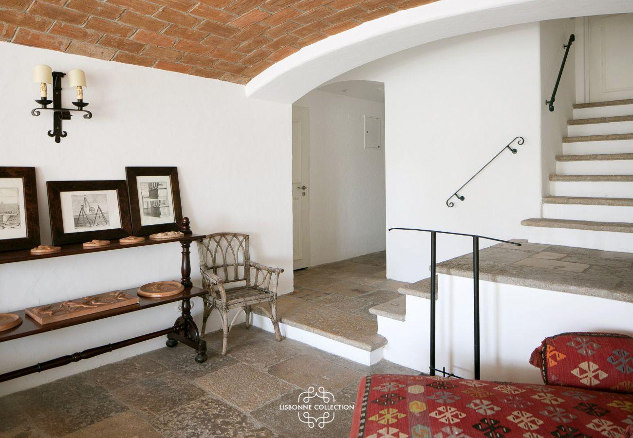 Hall de entrada de prestígio em um belo edifício histórico de Lisboa