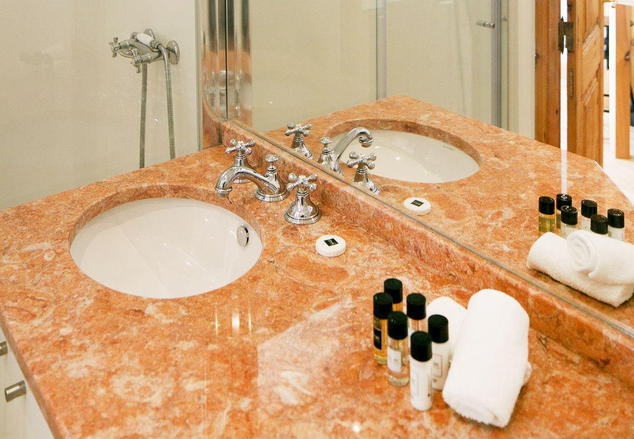 Banheiro de mármore de alta qualidade, criado pela Coleção Lisbon