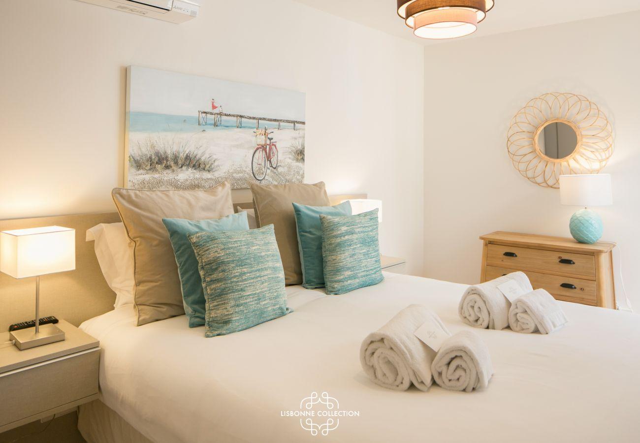 Amplo quarto para 2 pessoas equipado com cama de casal