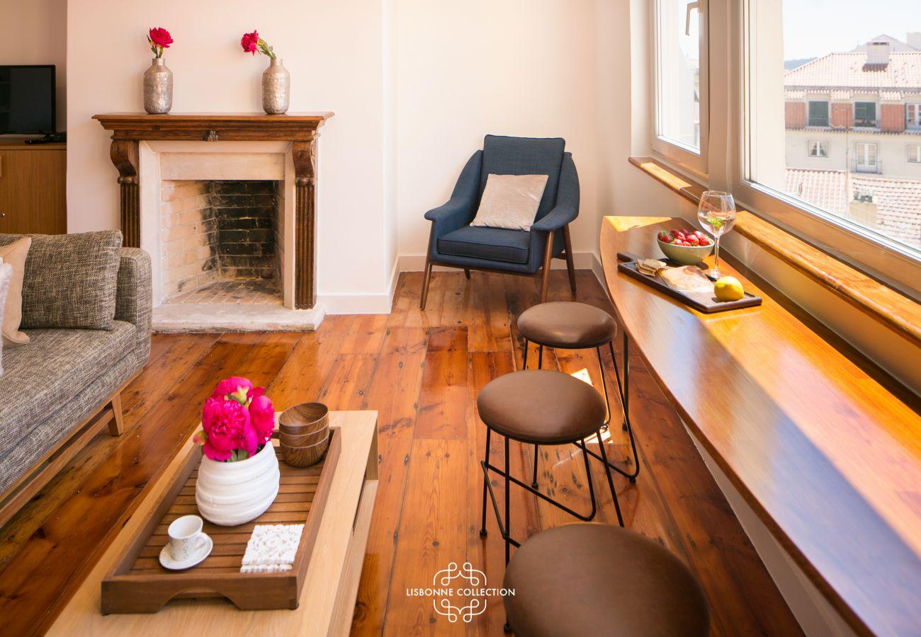 apartamento duplex equipado com lareira na sala de estar
