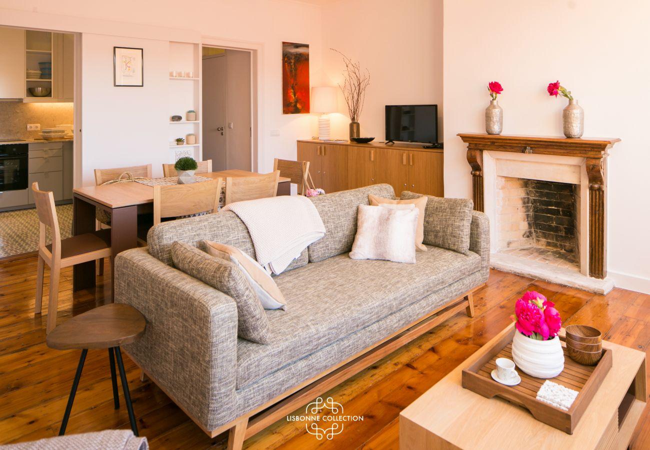 sala de estar do apartamento com volume majestoso