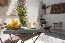 Apartamento em Lisboa - One Bedroom with Terrace in Alfama...
